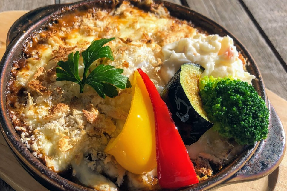 温泉卵とチーズの焼カレー